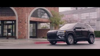 Jeep Fourth of July Sales Event TV Spot, 'It's a Trail' Song by Dermot Kennedy [T1] - Thumbnail 4
