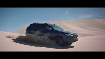 Jeep Fourth of July Sales Event TV Spot, 'It's a Trail' Song by Dermot Kennedy [T1] - Thumbnail 7