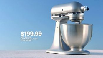 Macy's July 4th Sale TV Spot, 'Sandals, Stand Mixer and Pillows' - Thumbnail 6