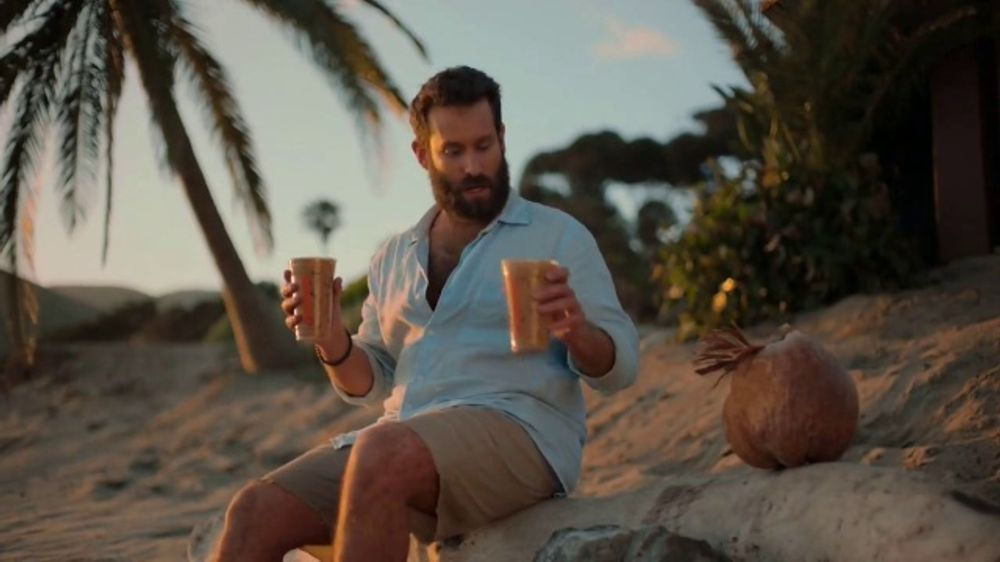 Dunkin' Donuts Hershey's Candy Flavors TV Commercial, 'Dessert Island'