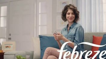 Febreze PLUG TV Spot, 'Nose Blind: Alternating Scents' - Thumbnail 1