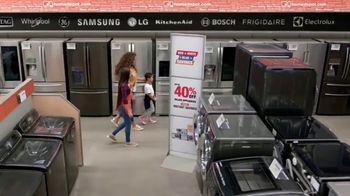 The Home Depot Red, White & Blue Savings TV Spot, 'Lavadora y secadora Samsung' [Spanish] - Thumbnail 4