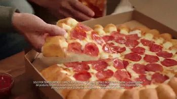Pizza Hut Cheesy Bites Pizza TV Spot, 'Eso es queso' [Spanish] - Thumbnail 3