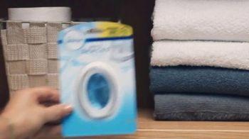 Febreze Small Spaces TV Spot, 'Every Flush' - Thumbnail 5