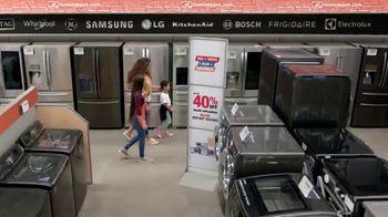The Home Depot Red, White & Blue Savings TV Spot, 'Juego de cocina de Samsung' [Spanish] - Thumbnail 4