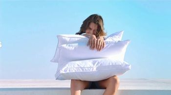Macy's La Venta del 4 de Julio TV Spot, 'Sandalias, mezcladoras y almohadas' [Spanish] - Thumbnail 8