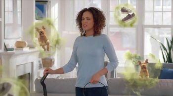 Febreze FABRIC Refresher Extra Strength TV Spot, 'Trapped Odors'
