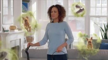Febreze FABRIC Refresher Extra Strength TV Spot, 'Trapped Odors'