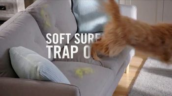 Febreze FABRIC Refresher Extra Strength TV Spot, 'Trapped Odors' - Thumbnail 3