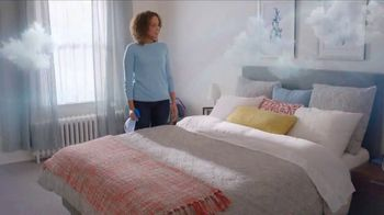 Febreze FABRIC Refresher Extra Strength TV Spot, 'Trapped Odors' - Thumbnail 8