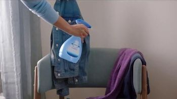 Febreze FABRIC Refresher Extra Strength TV Spot, 'Trapped Odors' - Thumbnail 9