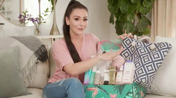 FabFitFun.com TV Spot, 'Summer Kit Unboxing' Featuring JWoww - Thumbnail 4