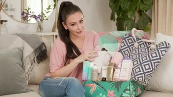 FabFitFun.com TV Spot, 'Summer Kit Unboxing' Featuring JWoww - Thumbnail 5