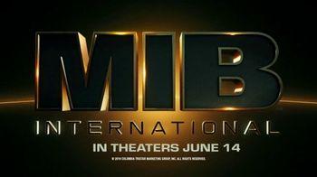 Zaxby's Blackened Blue Zalad TV Spot, 'Men in Black: International: Forkalyzer' - Thumbnail 9