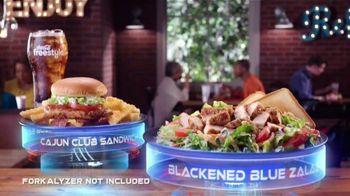 Zaxby's Blackened Blue Zalad TV Spot, 'Men in Black: International: Forkalyzer' - Thumbnail 7