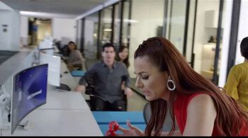 Walgreens TV Spot, 'NBC Universal: Red Nose Day' con Nastassja Bolívar [Spanish]