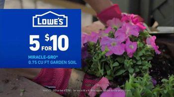 Lowe's TV Spot, 'Do Summer Right: Mulch and Garden Soil' - Thumbnail 4