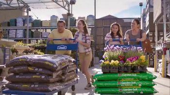 Lowe's TV Spot, 'Do Summer Right: Mulch and Garden Soil' - Thumbnail 5