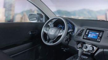 2019 Honda HR-V LX TV Spot, 'City Living & Outdoor Adventure' [T2] - Thumbnail 4