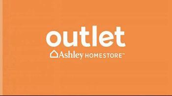 Ashley HomeStore Outlet TV Spot, 'Columbus Day Deals' - Thumbnail 2