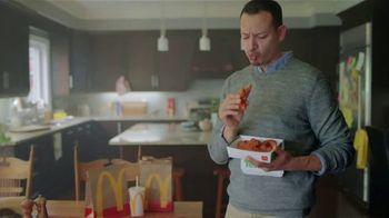 McDonald's Spicy BBQ Glazed Tenders & Chicken Sandwich TV Spot, 'Acordeón: bebidas' [Spanish] - Thumbnail 4