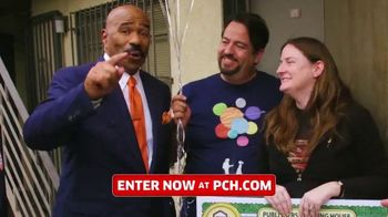 Publishers Clearing House TV Spot, '$2,500 a Week: Listen Folks' Featuring Steve Harvey - Thumbnail 4