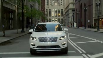 2019 Lincoln MKC TV Spot, 'Waze World Features: Weekend Mix' Song by Justin Jay [T2] - Thumbnail 3