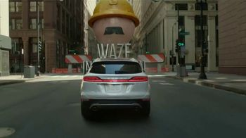2019 Lincoln MKC TV Spot, 'Waze World Features: Weekend Mix' Song by Justin Jay [T2] - Thumbnail 4