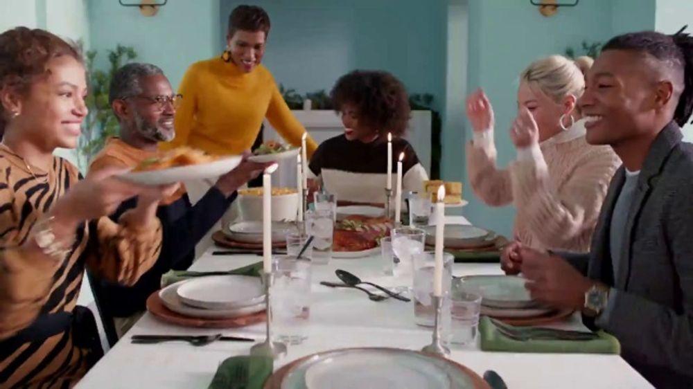 Target TV Commercial, 'Para las almas de la fiesta' canci??n de Danna Paol