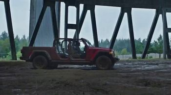 Jeep Gladiator TV Spot, 'Someone New to Play With' Song by Bobby Darin [T2] - Thumbnail 3