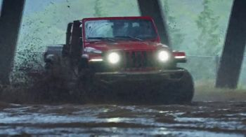 Jeep Gladiator TV Spot, 'Someone New to Play With' Song by Bobby Darin [T2] - Thumbnail 5