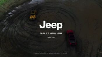 Jeep Gladiator TV Spot, 'Someone New to Play With' Song by Bobby Darin [T2] - Thumbnail 6