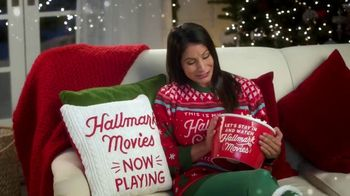 Hallmark Gold Crown Stores TV Spot, 'The Heart of Christmas' Featuring Larissa Wohl - Thumbnail 4