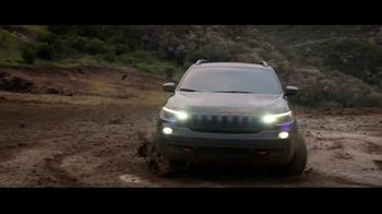 Jeep Memorial Day Sales Event TV Spot, 'This Is the Legend' Song by The Kills [T2] - Thumbnail 5