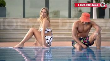 Macy's Memorial Day Sale TV Spot, 'Bold and Colorful Swimwear for Everyone' - Thumbnail 1