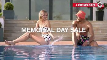 Macy's Memorial Day Sale TV Spot, 'Bold and Colorful Swimwear for Everyone' - Thumbnail 2