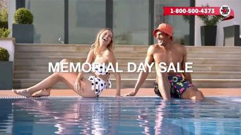 Macy's Memorial Day Sale TV Spot, 'Bold and Colorful Swimwear for Everyone' - Thumbnail 3