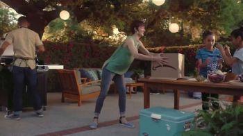 Amazon TV Spot, 'El verano hasta tu puerta: casa, jardín y más' canción por Ronnie Dove [Spanish] - Thumbnail 6