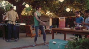 Amazon TV Spot, 'El verano hasta tu puerta: casa, jardín y más' canción por Ronnie Dove [Spanish] - Thumbnail 7