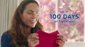 Snuggle Scent Shakes TV Spot, 'Favorite Fragrances' - Thumbnail 9