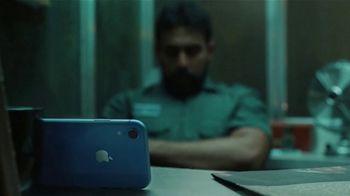 Apple iPhone XR TV Spot, 'Trasnochar' canción de Julie Andrews [Spanish] - Thumbnail 6