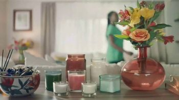 Gain Detergent Scent Blast TV Spot, 'The More the Better' - Thumbnail 2