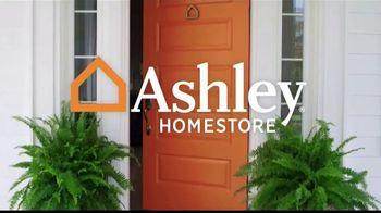 Ashley HomeStore Memorial Day Sale TV Spot, 'Las mejores ofertas del verano' canción de Midnight Riot [Spanish] - Thumbnail 1