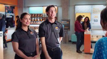 Boost Mobile TV Spot, 'Haz el switch a Boost Mobile y obtén 4 líneas por solo $100 dólares al mes.' [Spanish] - Thumbnail 4