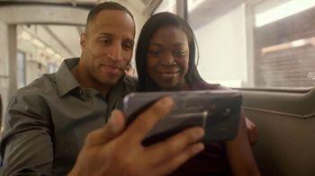 T-Mobile TV Spot, 'MLB: nos une' canción de The Temper Trap [Spanish] - Thumbnail 3