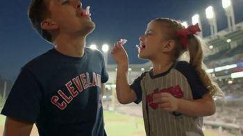 T-Mobile TV Spot, 'MLB: nos une' canción de The Temper Trap [Spanish] - Thumbnail 4