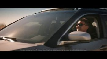Jeep Summer of Jeep TV Spot, 'Diner' Featuring Jeremy Renner [T1] - Thumbnail 6