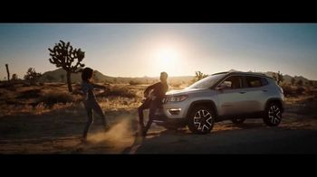 Jeep Summer of Jeep TV Spot, 'Diner' Featuring Jeremy Renner [T1] - Thumbnail 7