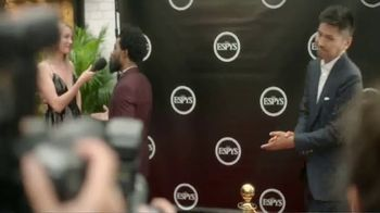Hotels.com TV Spot, 'ESPYs' Featuring Bomani Jones - Thumbnail 2