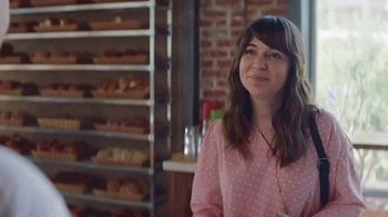 AT&T 5G Evolution TV Spot, 'The Best Cakes' - Thumbnail 4
